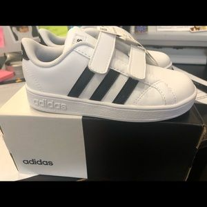 New in box kids Adidas Baseline shoes